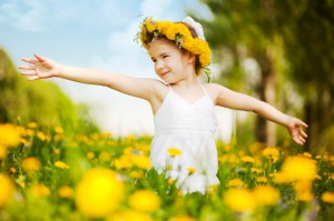 girl-in-yellow-field