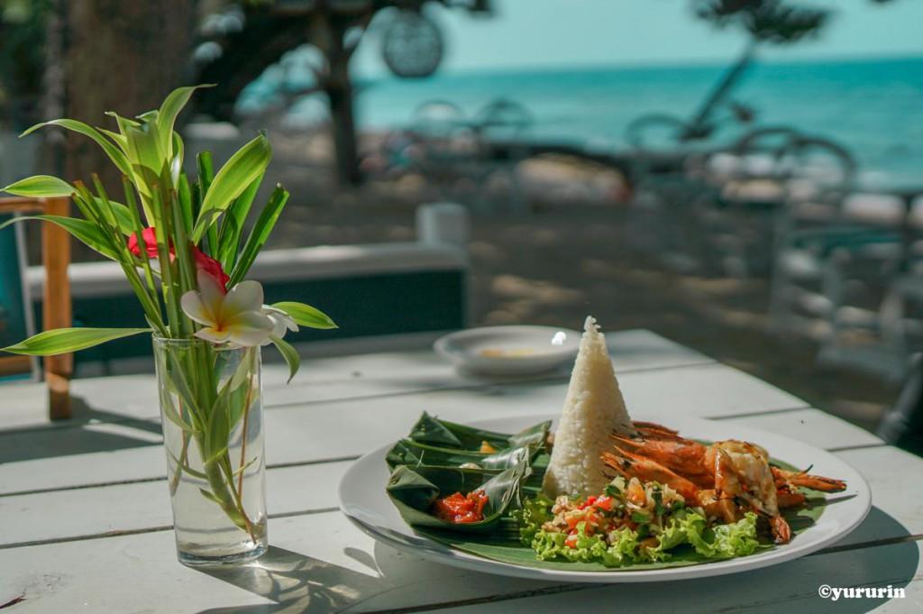 th_20170602浜辺の食事